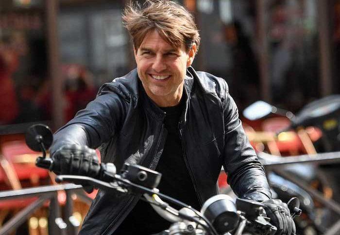Tom Cruise dan BMW R Nine T Scrambler